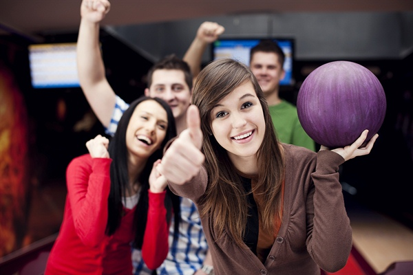 people bowling
